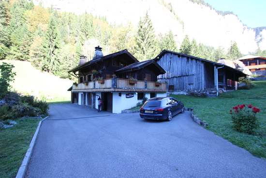 four-bedroom-seaonal-chalet-in-morzine-1